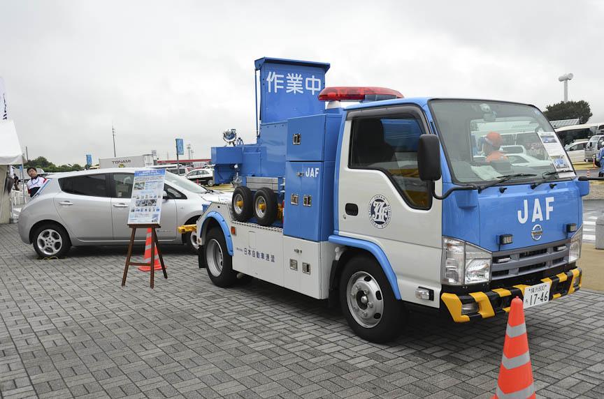 JAFのEV充電機能付きロードサービスカー。通常のロードサービスカーに発電機と充電器を搭載した