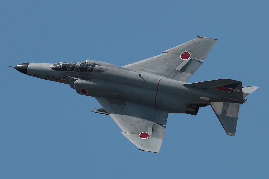 レース前には航空自衛隊 百里基地所属のジェット戦闘機F-4EJが、インディ・ジャパンの開催を祝ってツインリンクもてぎ上空に飛来した