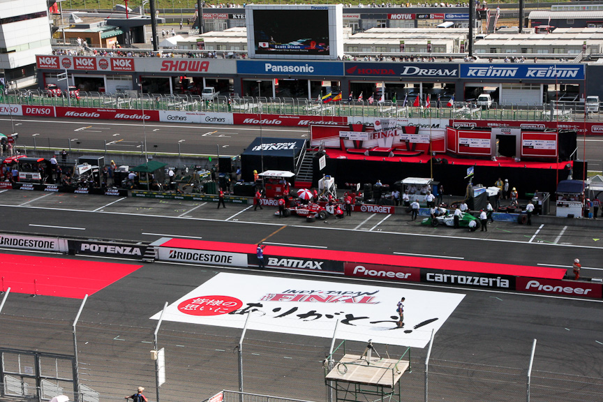 ロードコースを利用して開催されることになったインディ・ジャパンだが、ピットはオーバルコースのピットを利用していた。このため、ロードコースからオーバルコースのピットに入る部分のコースが新設された