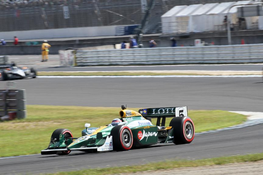 F1でも活躍したこともあり、知名度も抜群の佐藤琢磨への応援は非常に多かった。多くのファンが緑のロータス帽子をかぶっており、サーキット全体が緑一色になった