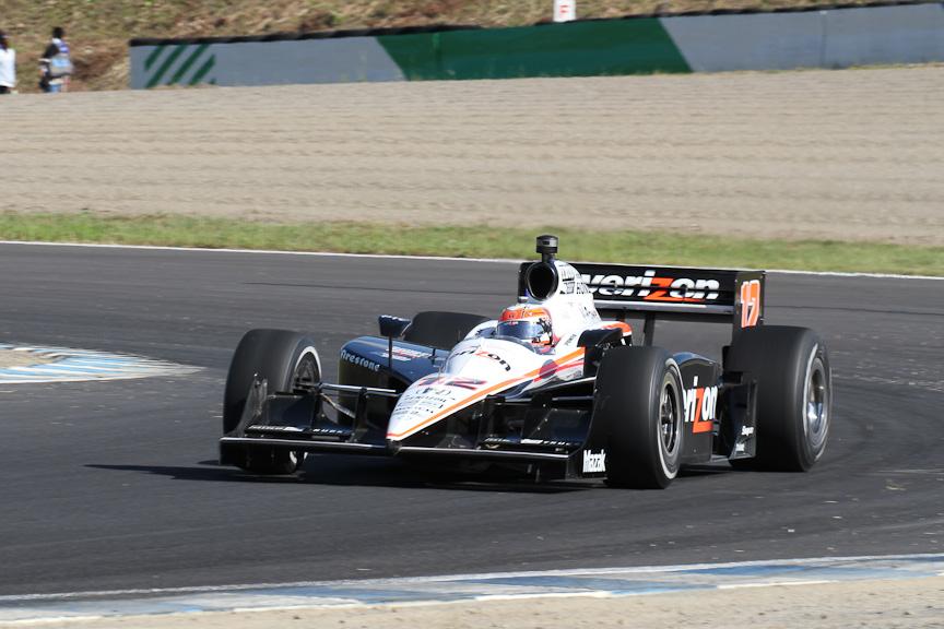 予選で2番手につけたチーム・ペンスキーのウィル・パワー。チャンピオン争いでトップのダリオ・フランキッティと5ポイント差の2位で、ライバルのフランキッティが10位に沈んだこともあり、一挙に有利なポジションに