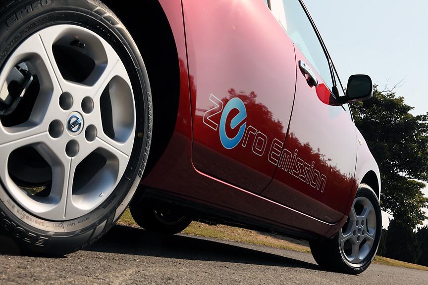 ボディーサイドの「Zero Emission」ステッカーはオプション