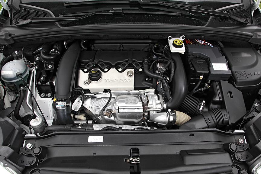 エンジンは吸気タイミングとバルブリフト量を可変とするVTiなどにより147kW(200PS)、275Nmを発生するハイパワー型を搭載