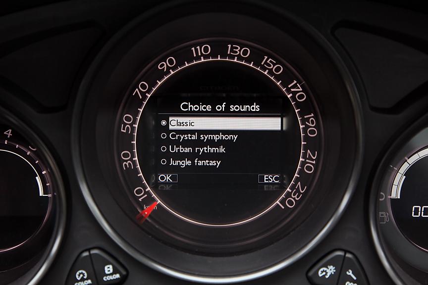 ウインカーの作動音を4パターンから選択できる
