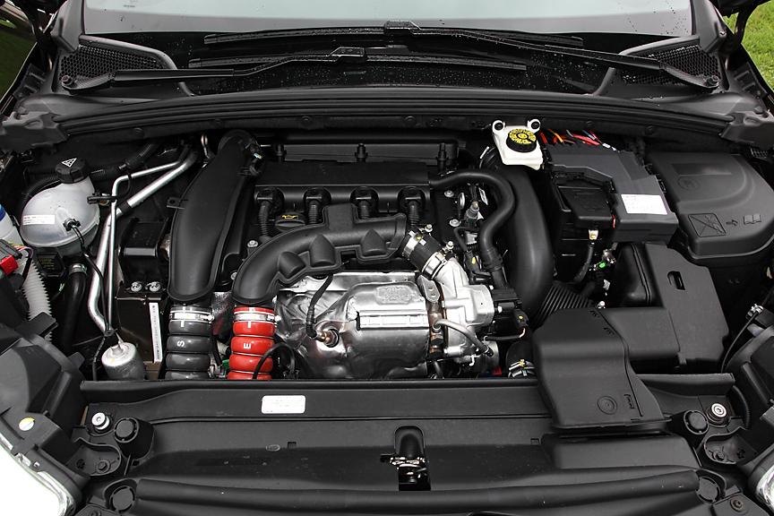 1.6リッターのツインスクロールターボ付きDOHC16バルブエンジンを搭載。ベーシック仕様とはいえ115kW(156PS)、240Nmのスペックは十分スポーティ