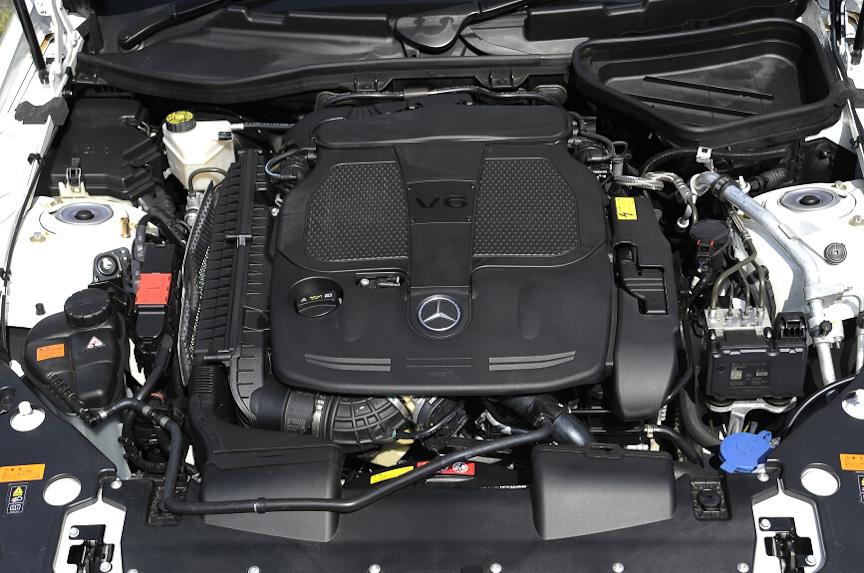 V型6気筒3.5リッターエンジンは最高出力225kW(306PS)/6500rpm、最大トルク370Nm(37.7kgm)/3500-5250rpmを発生