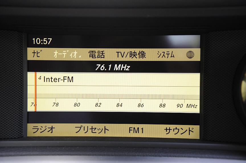 ラジオはアナログチューナー風に周波数を合わせることができる