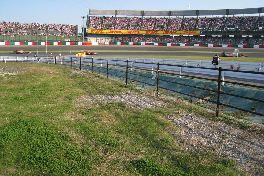 2コーナーイン側の激感エリア。東コースでは流し撮りの最高ポイント