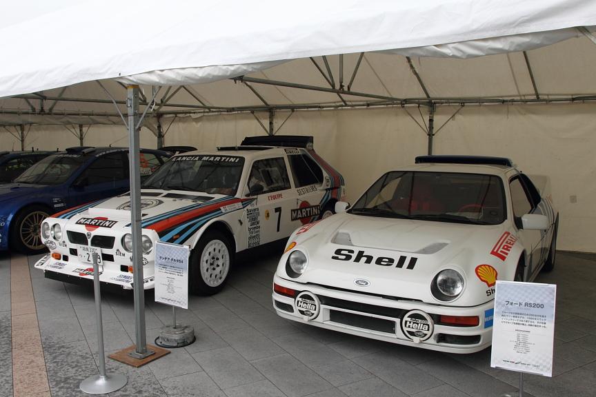 特設テント内「モータースポーツミュージアム」には、本物のレーシングカーがずらりと並ぶ
