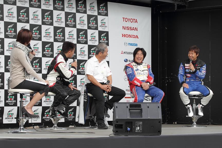 SUBARUドライバートークショー。STI辰己氏を加え、これからのレース観戦が一層面白くなるような本音トークが炸裂していた