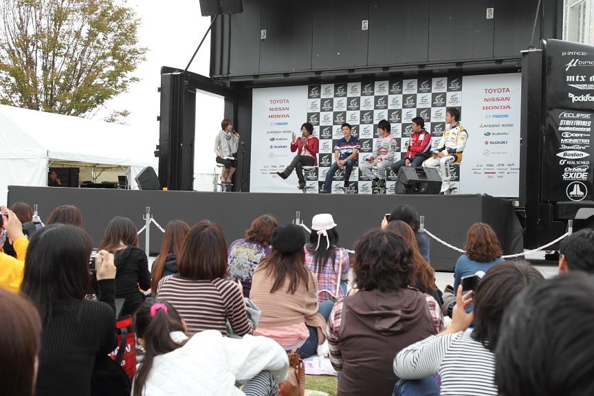 フォーミュラ・ニッポン、F3のトークショーには近藤真彦監督が参加。女性ファンが多く、しかも多くの人がフォーミュラ・ニッポンの観戦経験あり!!
