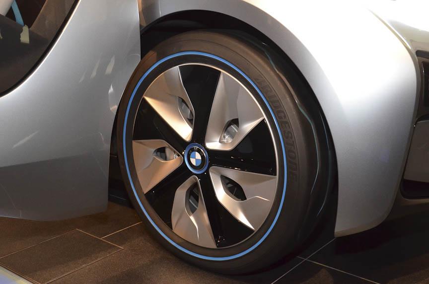 大径のタイヤ。ちなみにタイヤはブリヂストン エコピア。グルーブに青いペイントが入る