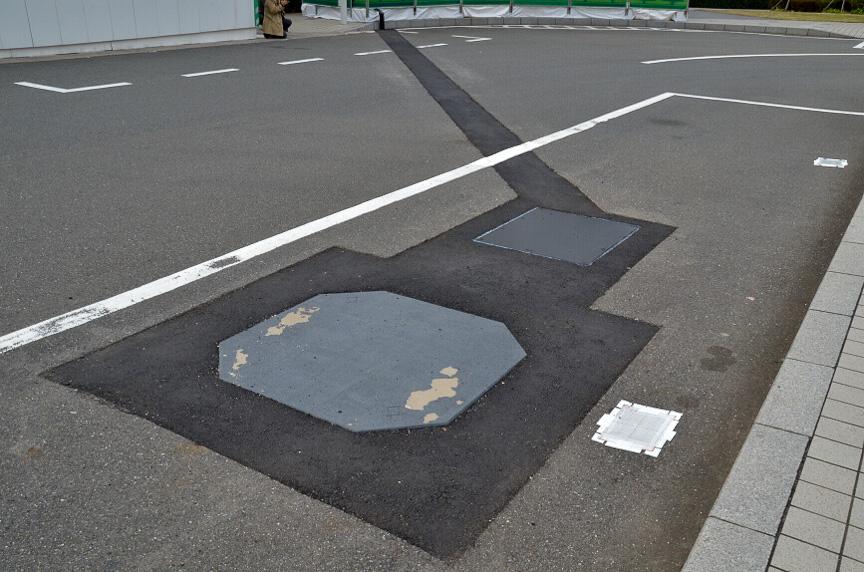 東京ビッグサイト側のバス停に仮設された充電設備