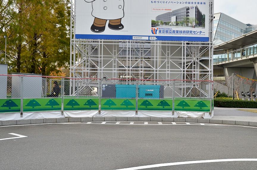 東京ビッグサイト側は、本来なら400Vの電源を引くところだが、今回は短期間の試験ということもあり、発電機から給電する