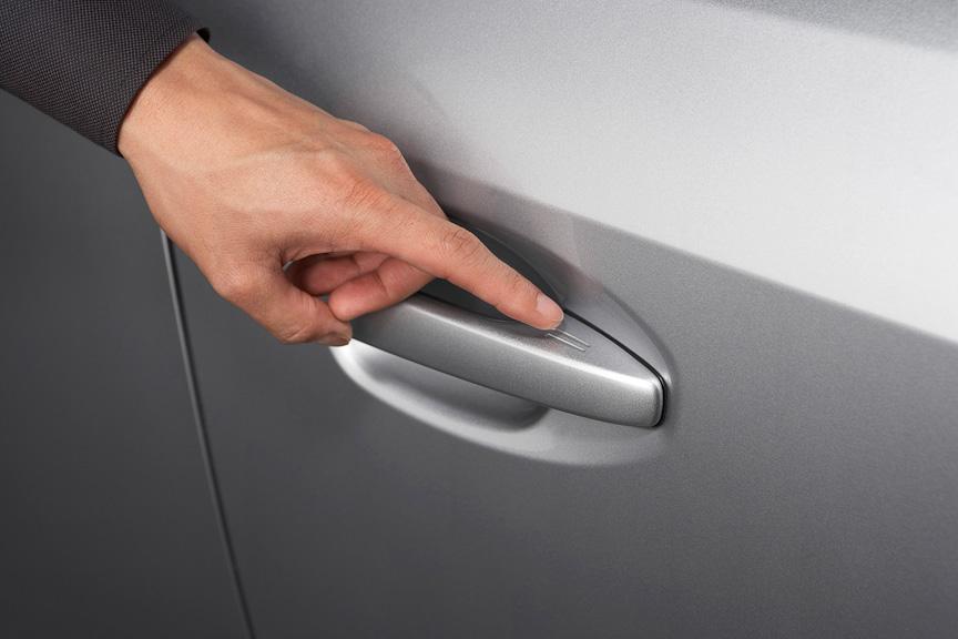 アクセスキーを携帯すればドアハンドルに触るだけで施錠、解錠ができる
