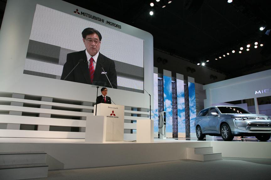 PX-MiEVIIをアンベールし、三菱自動車工業 取締役社長 益子修氏のプレスカンファレンスが始まった