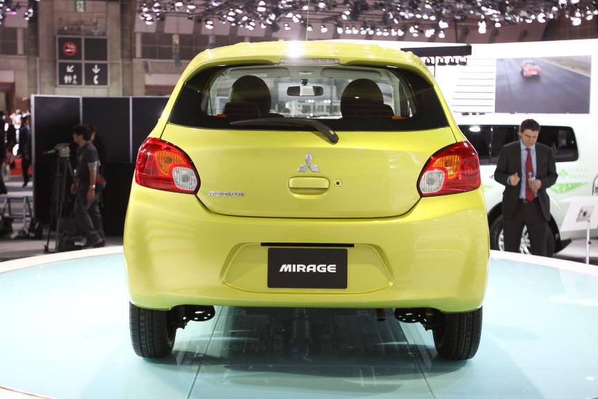 新型ミラージュのルーフ形状は、空力性能向上に効果的な造形。後席乗員の頭上スペースをしっかり確保しながらルーフ後端を落とし込んでいる