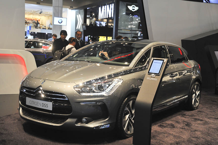 DS5。5ドアワゴンという実用的な車型だが、華やかな雰囲気を持つ