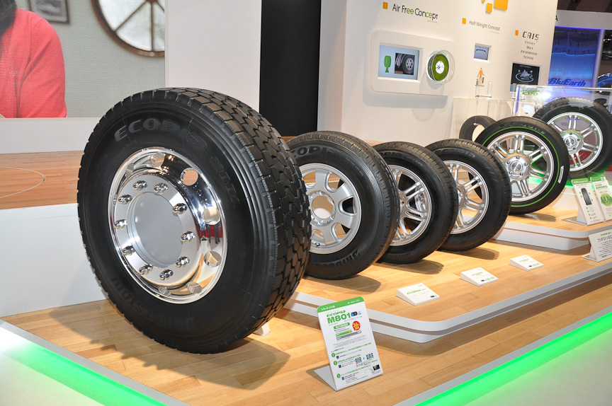 低燃費タイヤブランド「ECOPIA」のラインアップ展示
