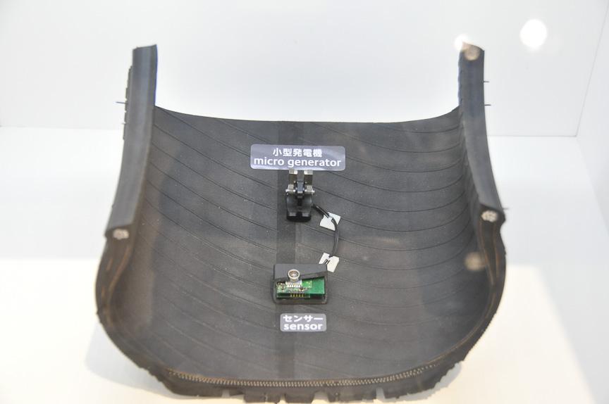 タイヤ内のセンサーと、そこに給電する発電素子