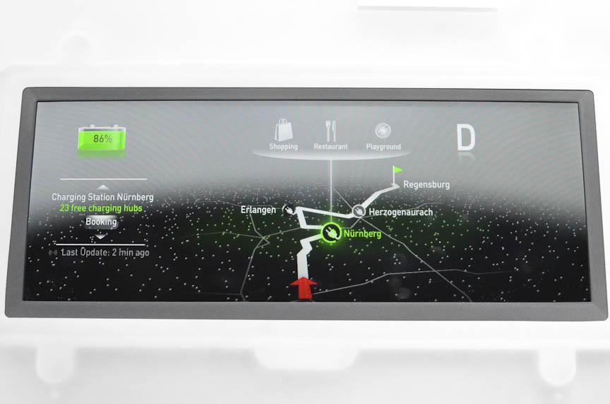 コンチネンタルの「フリー プログラム メーター」。液晶ディスプレイにメーターの画像を表示する。コンフォート、エコ、スポーツの3つの走行モードに合わせてメーターパネルのデザインを変え、ナビゲーションやナイトビューなどの映像も表示できる