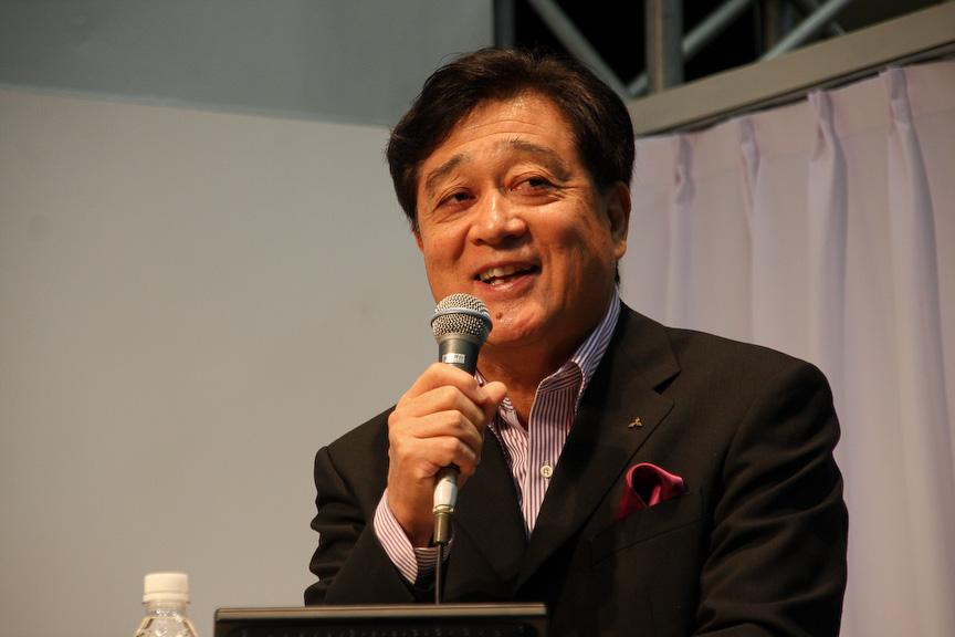 益子氏は三菱自動車のブーステーマ「For your world,For our earth. 世界が拡がる。歓びが広がる」について「新しい技術に挑戦しながら、皆さんに楽しんでもらえるクルマ作りをし、さらに次の世代によりよい環境を残していくことを考えながら仕事をしていきたい。そういう想いでテーマに掲げた」と紹介