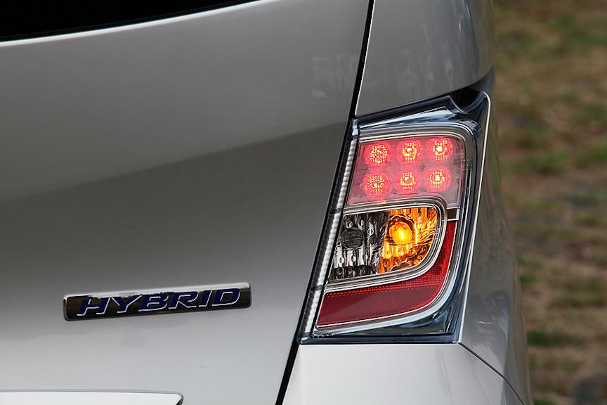 リアコンビランプもヘッドライト同様、メッキ+クリアブルー塗装が施される