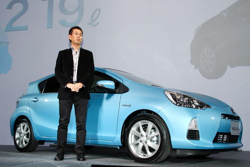 トヨタ自動車 チーフエンジニアの小木曽聡氏と新型ハイブリッド「アクア」