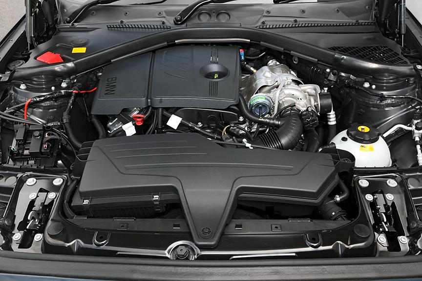 フロントミッドに搭載される1.6リッターエンジン