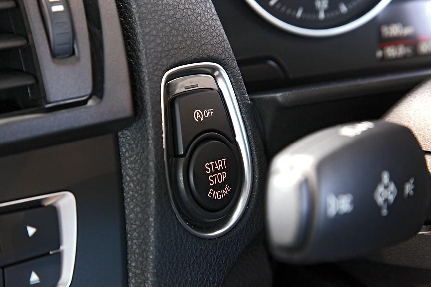 エンジンの始動/停止はプッシュボタン式。オートスタート/ストップ機能はOFFにすることも可能