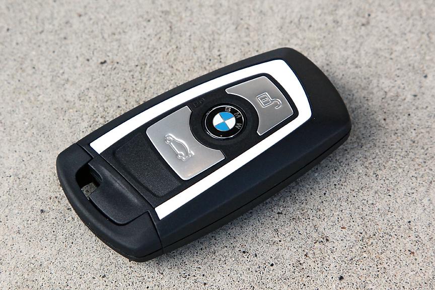 BMWではおなじみのリモートコントロールキー。スタイル用はホワイトのアクセントが入る