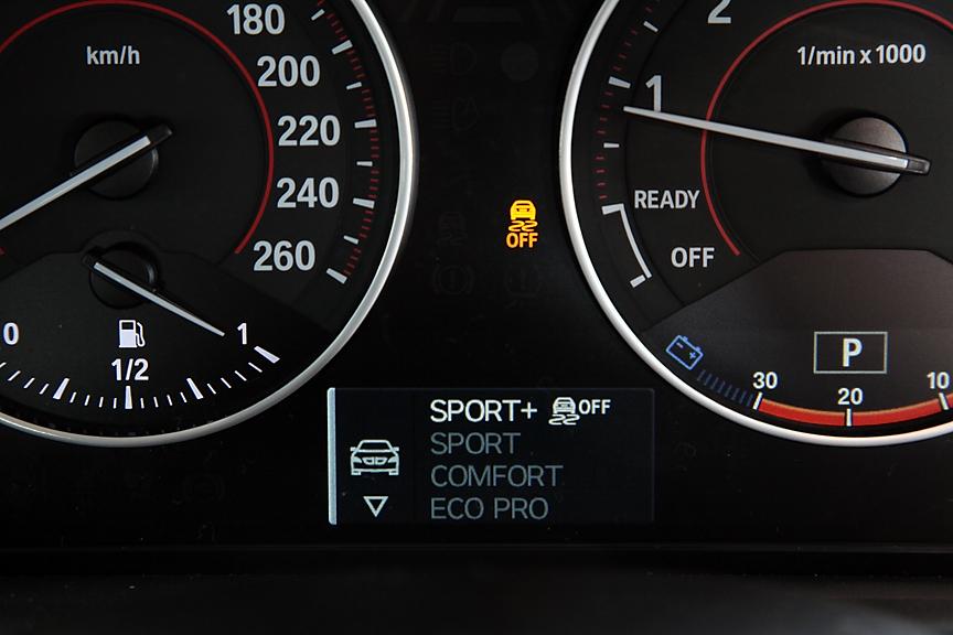 スポーツモデルとオプションのバリアブル・スポーツ・ステアリング装着車は、よりスポーティな「スポーツ+」モードの選択が可能