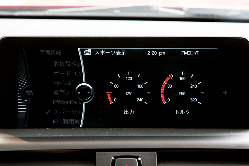 ディスプレイにはリアルタイムの出力表示や1分ごとの燃費履歴の表示なども可能