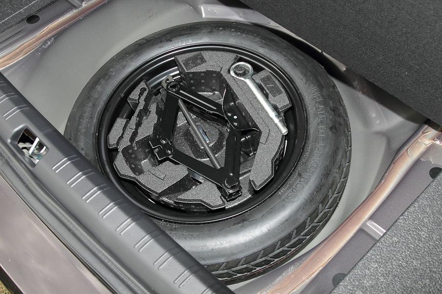 G4ではスペアタイヤを装備する