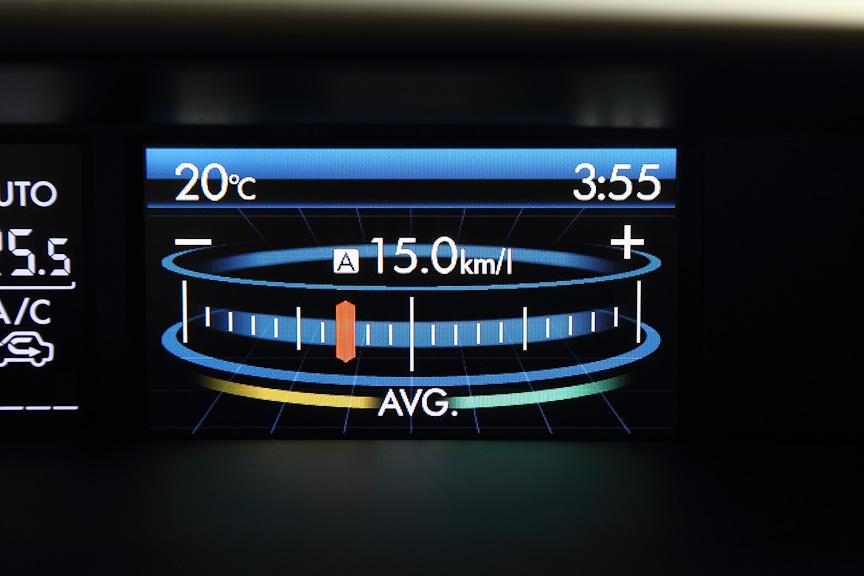 平均燃費に対する瞬間燃費の状況を示すECOゲージ