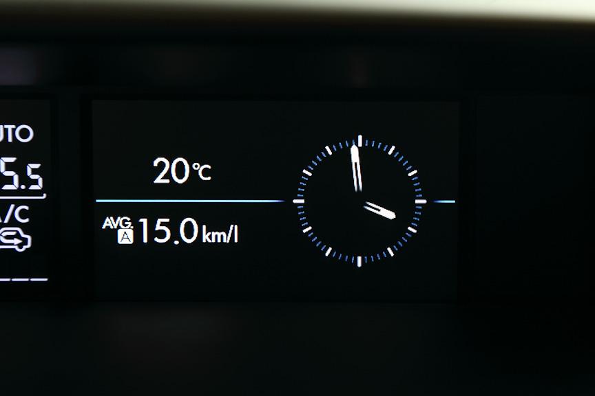 外気温と平均燃費、時計表示