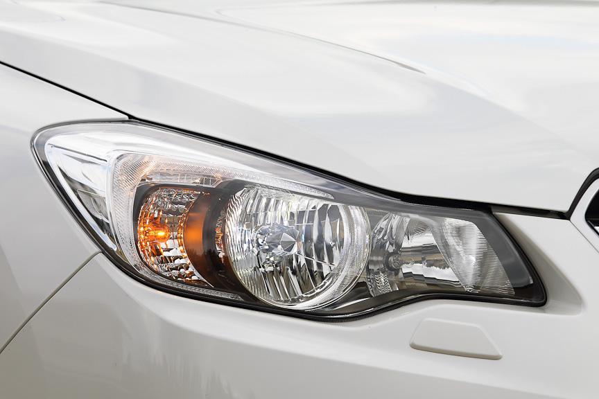 HIDロービームランプは全車にオプション設定。HIDはオートレベライザー式で、ポップアップ式ヘッドランプウォッシャーが付く