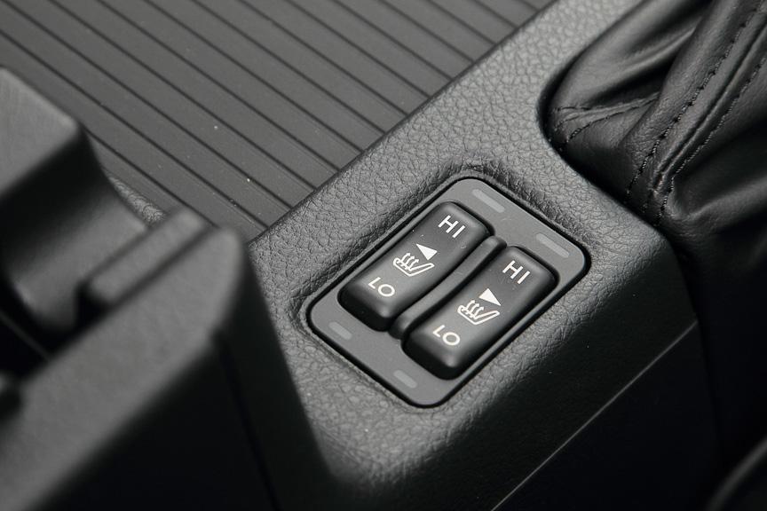 ブラックレザーセレクションにはシートヒーターもパッケージされる