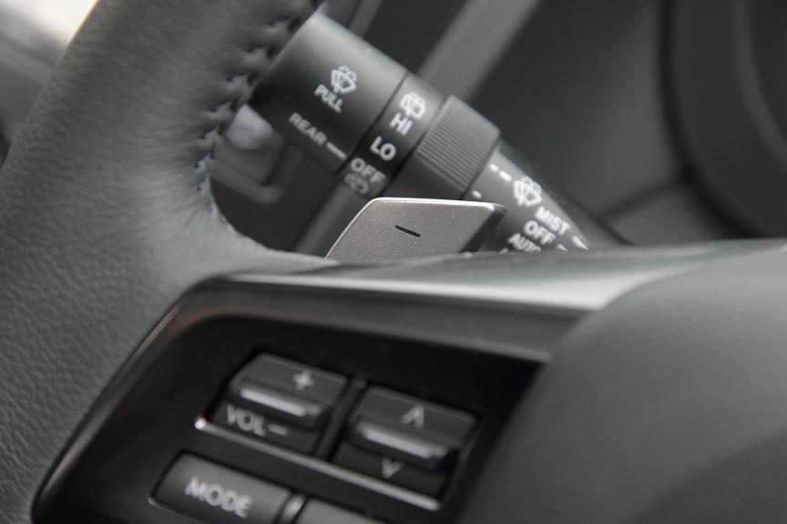 2.0リッターモデルはシフトパドルを装備
