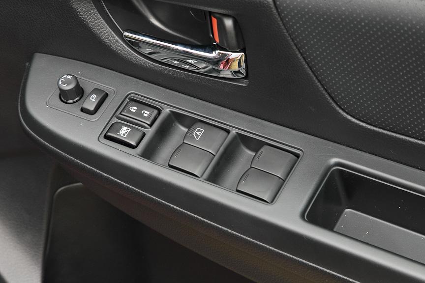 運転席ドアのスイッチ