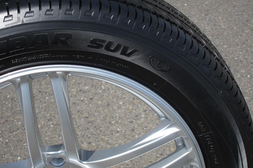 ジオランダーSUVは、低転がり抵抗タイヤと位置づけられ、ブルーアースロゴがタイヤサイドに入る