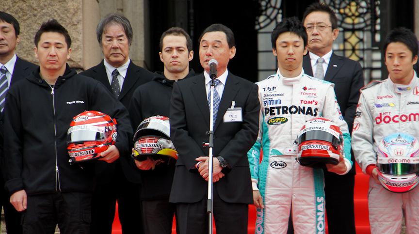 JRPの会長でもあるナカジマレーシングの中嶋悟監督が挨拶、先週他界されたルマン 代表取締役 花輪知夫氏を偲んだ黙祷も行われた
