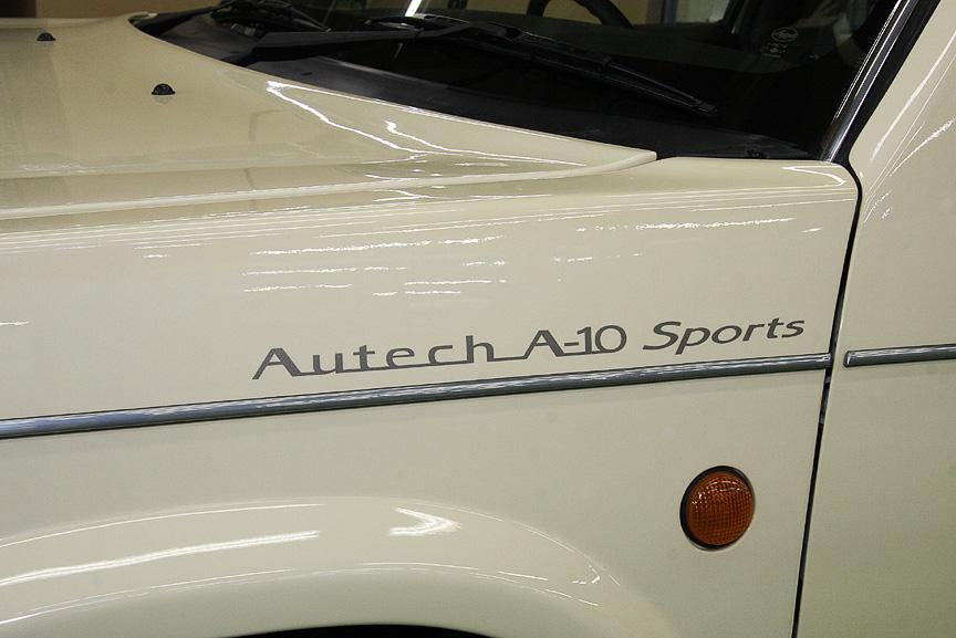 工場内でオーテックジャパン創立10周年記念コンセプトカー「オーテック・A-10」を発見! 5ドアハッチバック車のラシーンをベースにセダン化しただけでなく、インパネやシートなどを新調し、SR20DE改エンジンを縦置きにして後輪を駆動させるという意欲作