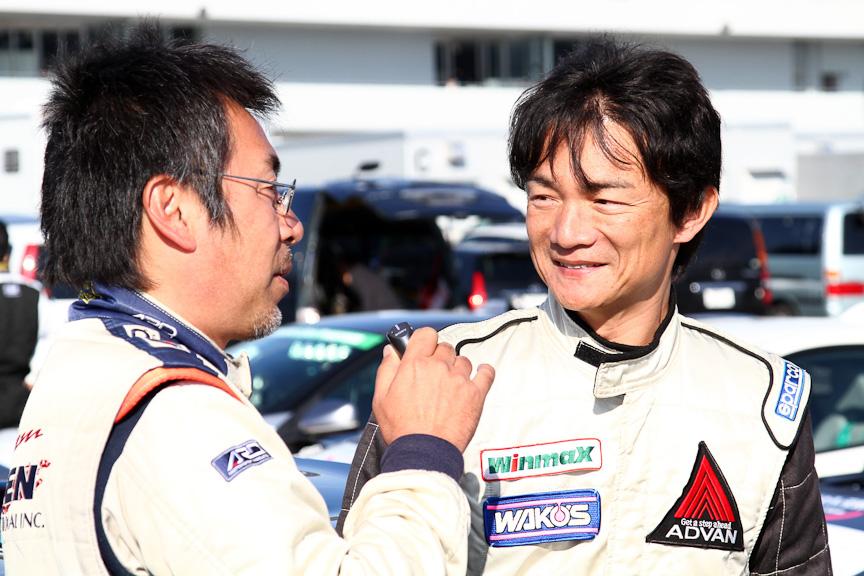 レース前に旧知の大井貴之氏としばし歓談。作戦の探り合いをしているわけではありません。ちなみに優勝は大井氏でした