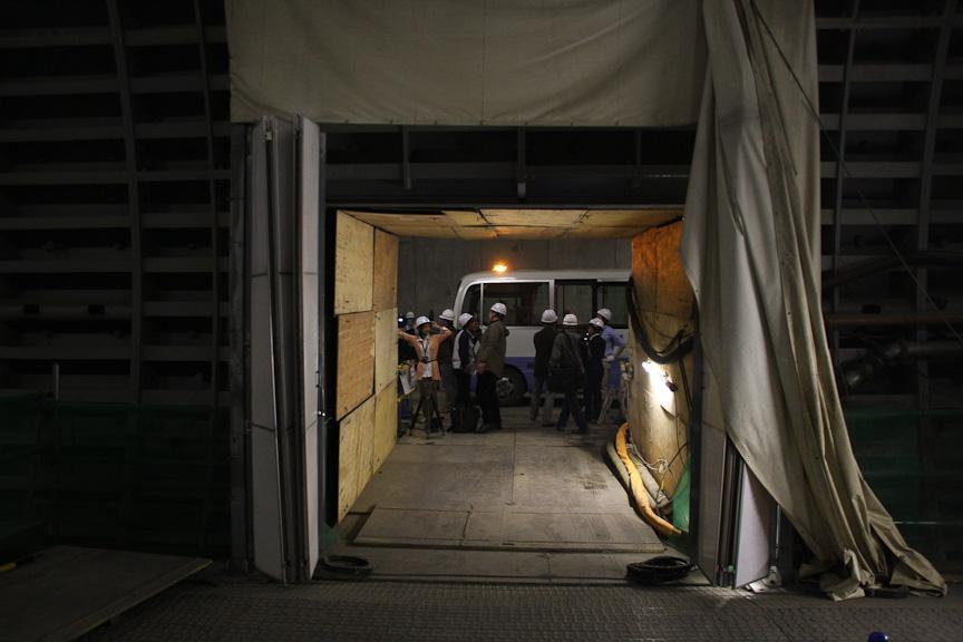 首都高シールドから東京都シールド(北[大橋]行トンネル)に移動する。ここは250m間隔で1個所設置される非常口