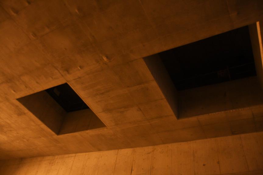 大井JCT付近。この口でトンネル内の空気の入れ換えを行う