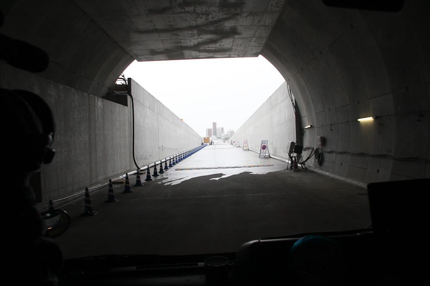 東京都シールドから大井JCTに向けてマイクロバスで移動