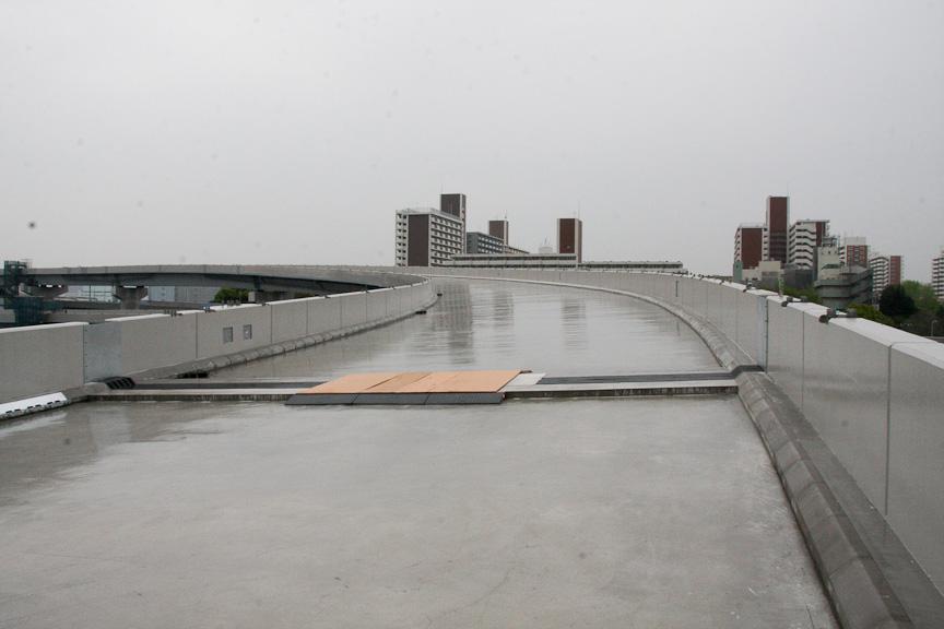 大井JCTの湾岸線 西行き(至横浜)方面に向かう道を歩く