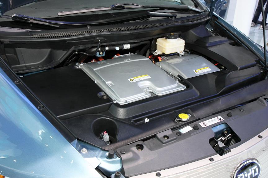 「e6先行者」は、ロングレンジの走行を可能とするピュアEV。バッテリー容量は19.5kWhで、航続可能距離は300km。モーターの出力は90kWで最大トルクは450Nmとなっている