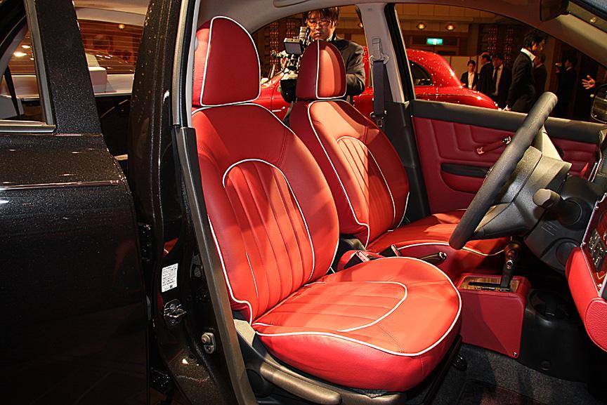 全車にオプション設定される本革シート。ダークレッド、アイボリーともに価格は20万円高となっている